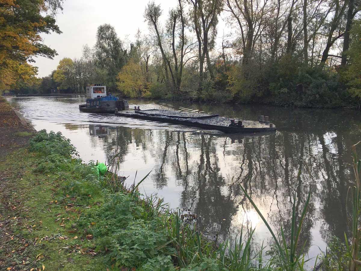 CRT dredger on Titford Pools